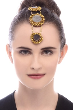 Gold plated tri-layered maangtika with ghungroos
