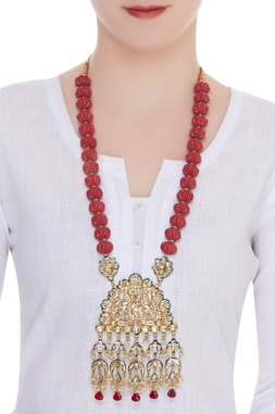 Bead necklace with kundan pendant