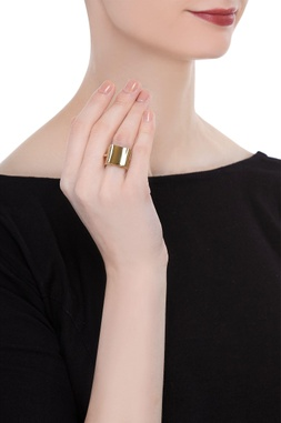Mobius twist statement ring