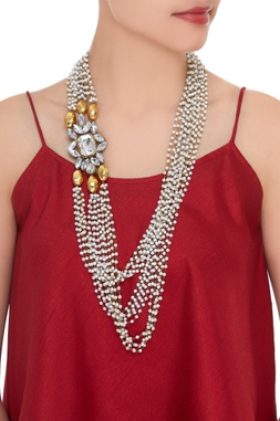 Pearl necklace with crystal pendant