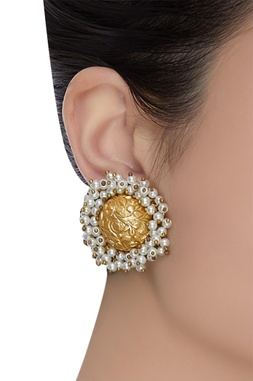 Circular design stud earrings