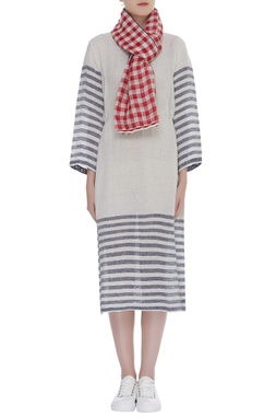 Checkered handwoven scarf