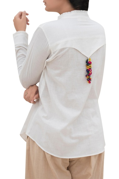 Back flap shirt with hanging detail