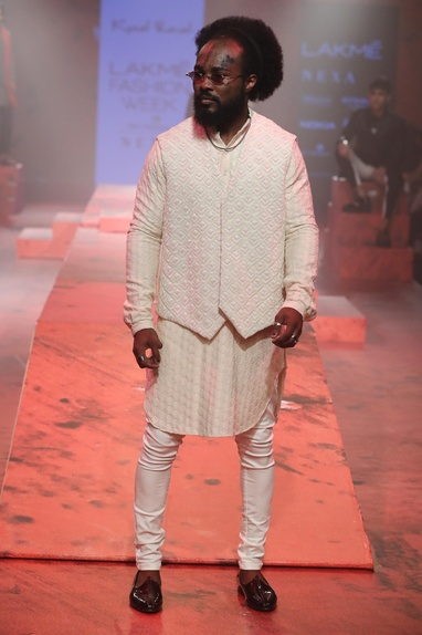 Textured kurta set with sleevess bundi