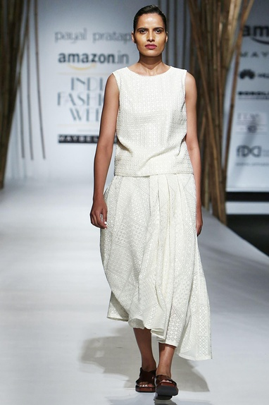 Ivory pleated skirt with embroidery