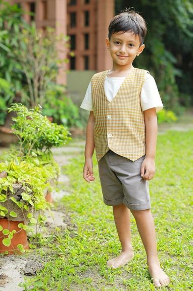 Grey bermuda shorts & printed waistcoat