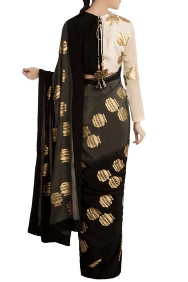 Grey tribal vase printed saree with dual tone monochrome blouse piece