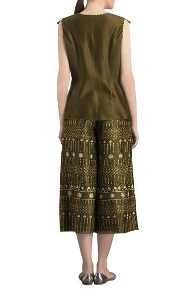 Olive green warli art printed cropped pants