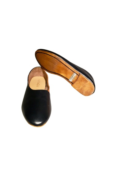 Black & tan non-leather handcrafted flip side shoes