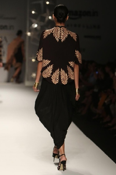 Black & beige feather short cape