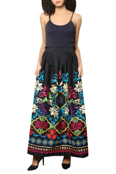 Floral embroidered pleated skirt