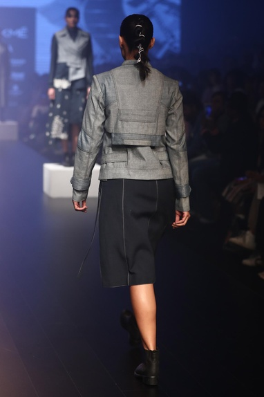 Contrast stitched knee length skirt