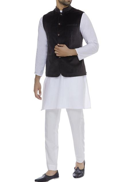 Sleeveless nehru jacket with front pockets