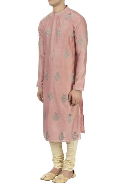 Salmon pink thread embroidered kurta