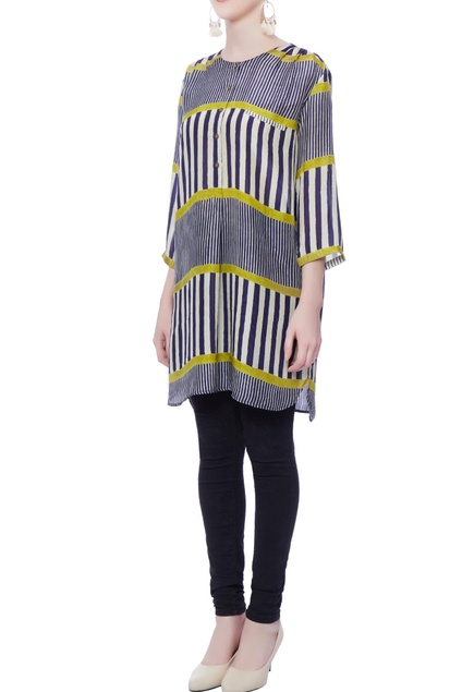 Muticolored striped tunic