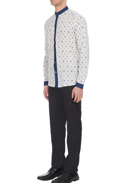 White & blue printed cotton shirt with denim collar