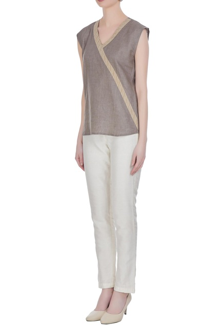 Linen sleeveless v-neckline blouse