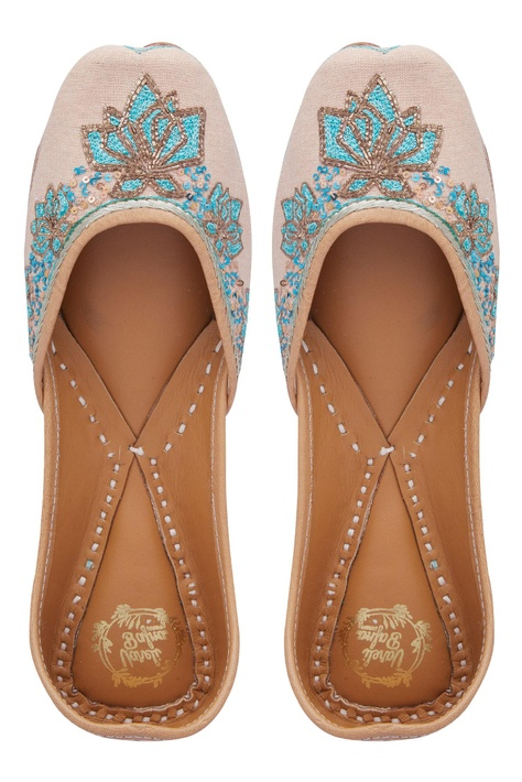 Handcrafted Floral Embroidered Jooti