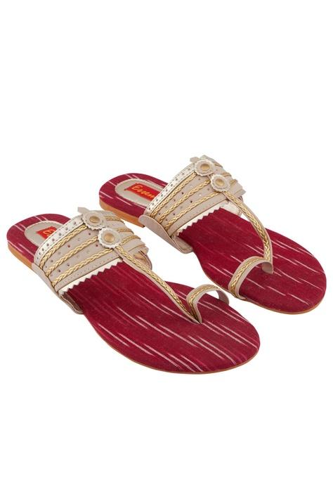 Beige & red kolhapuri sandals