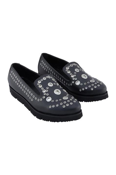 Black synthetic eyelet shoes