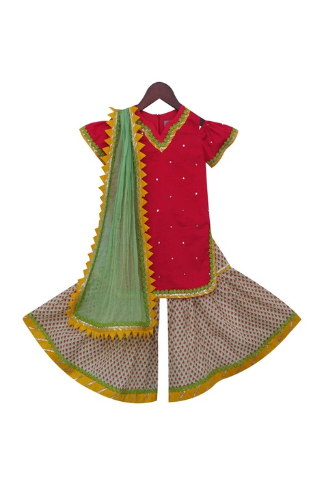 Embroidered kurta with net dupatta & churidar