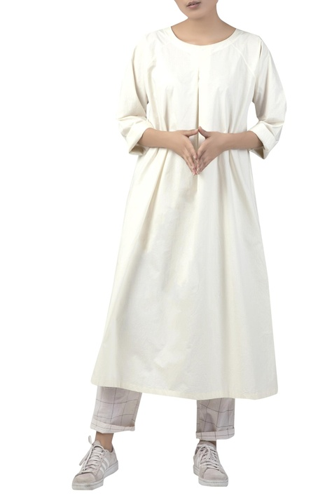 Flared full sleeves tunic