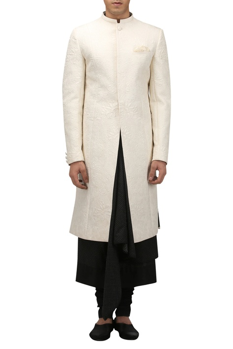 Chinese motif quilted sherwani with pocket square