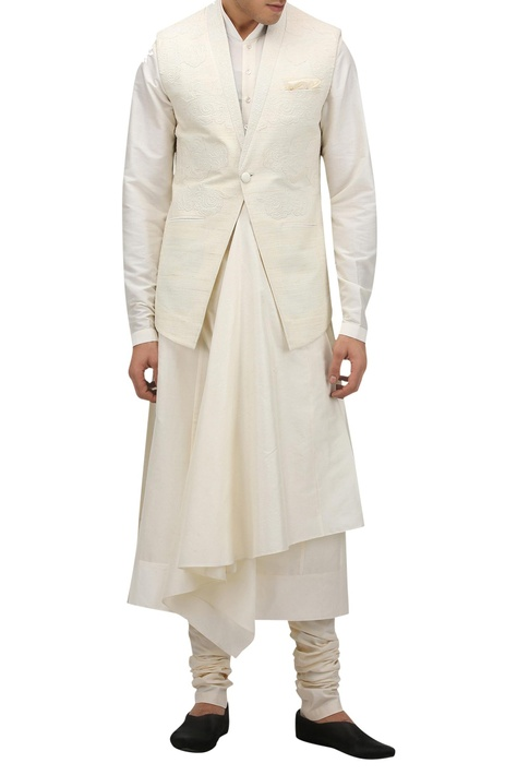 Textured motif nehru jacket with pocket square