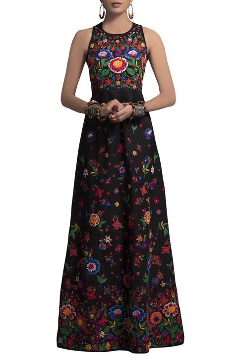 Black taffeta sleeveless gown