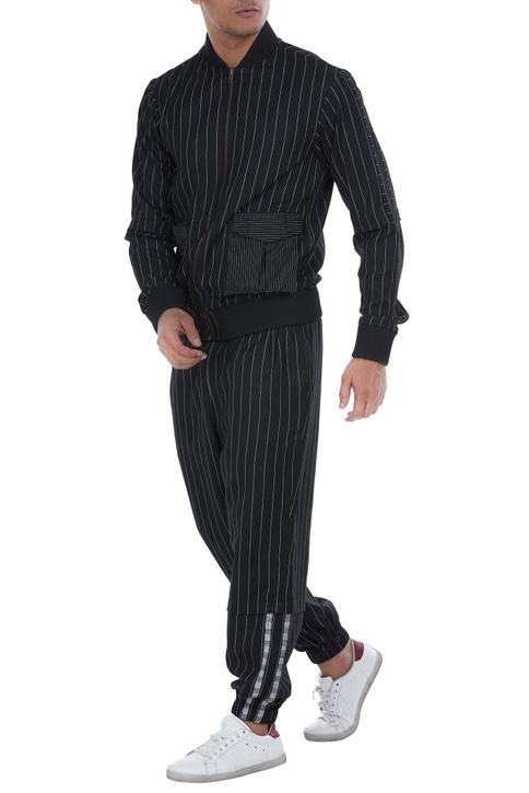 Elastic detailed jogger pattern
