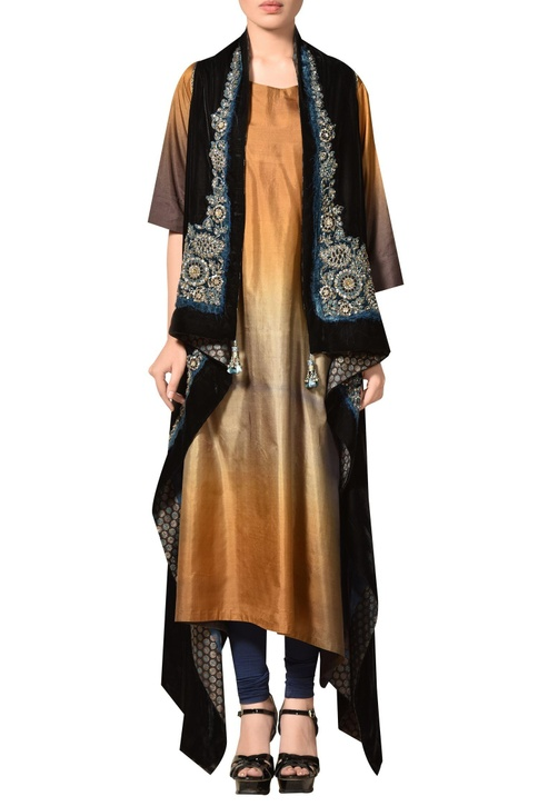 Taffeta silk kurta, cape & churidar set