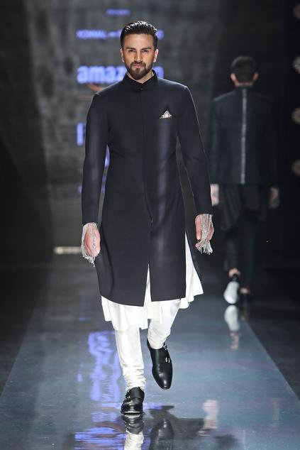 Latest Collection of Kurtas by Komal Sood - Men