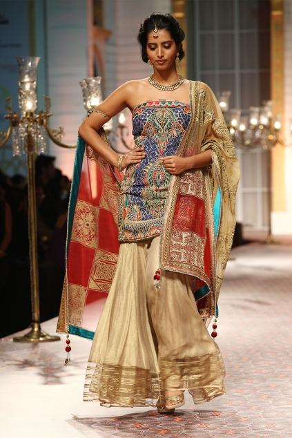Latest Collection of Stoles by Mandira Wirk