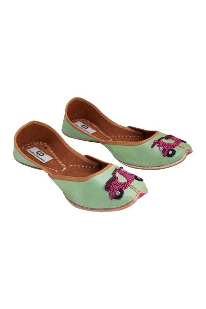 Latest Collection of Footwear by Colaba Causeway