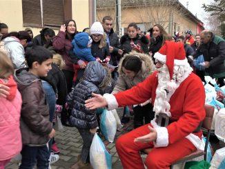 Paketici za decu u Jasenovu