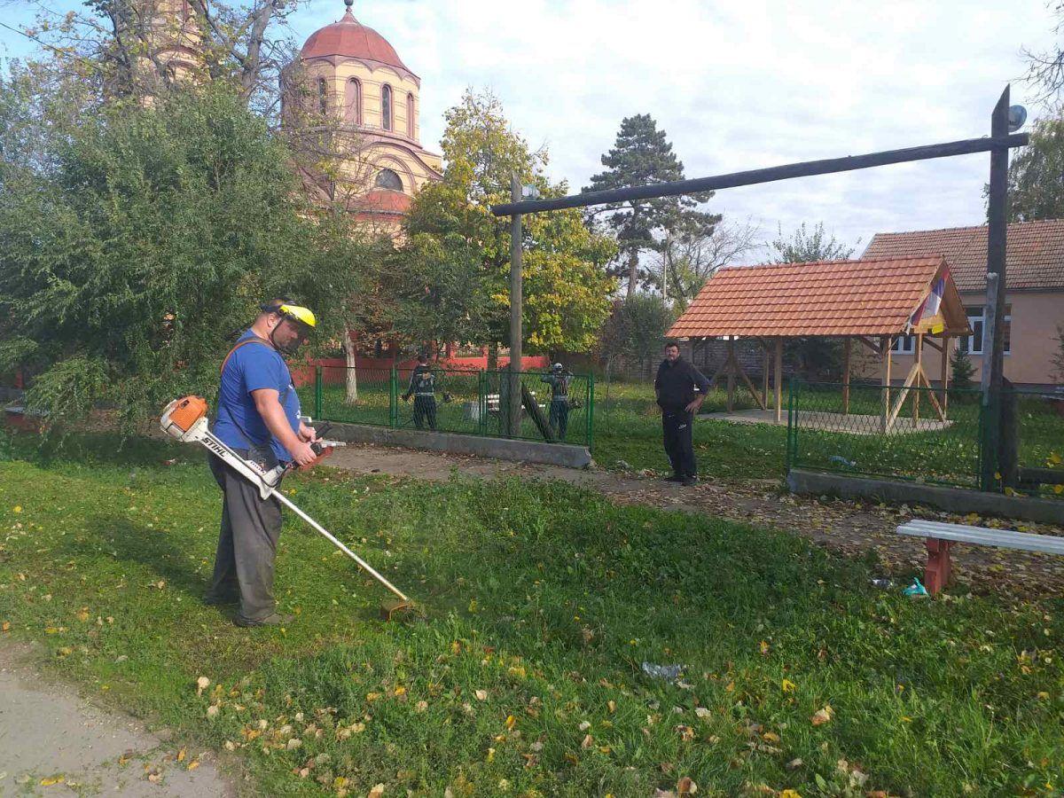 JKP Belocrkvanski komunalac košenje trave Crvena Crkva