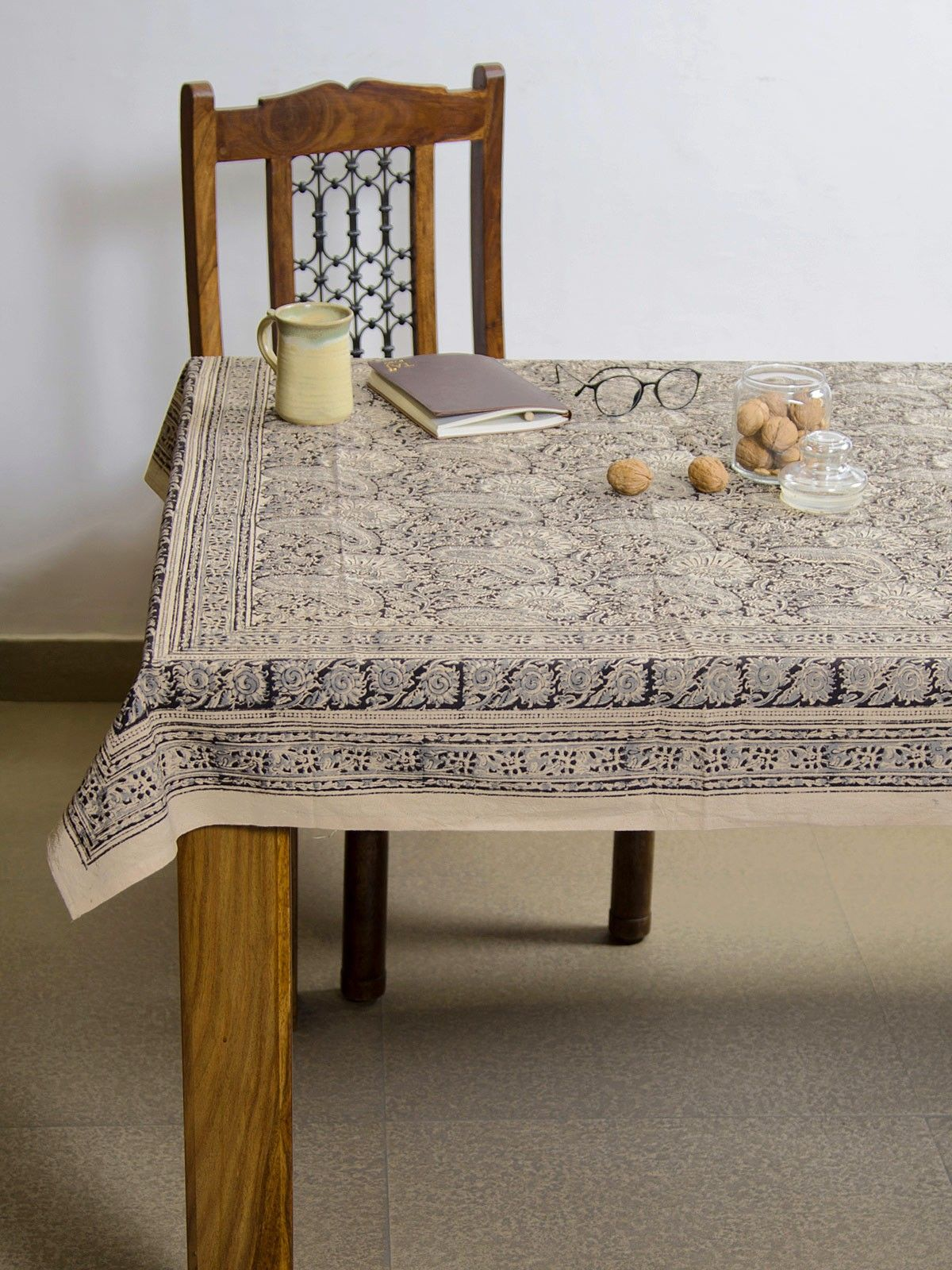 Porcelain Amra Kalamkari 6 seater table cover