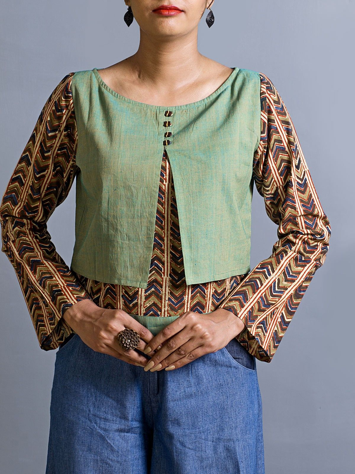 Shaivaal two way fissure crop top
