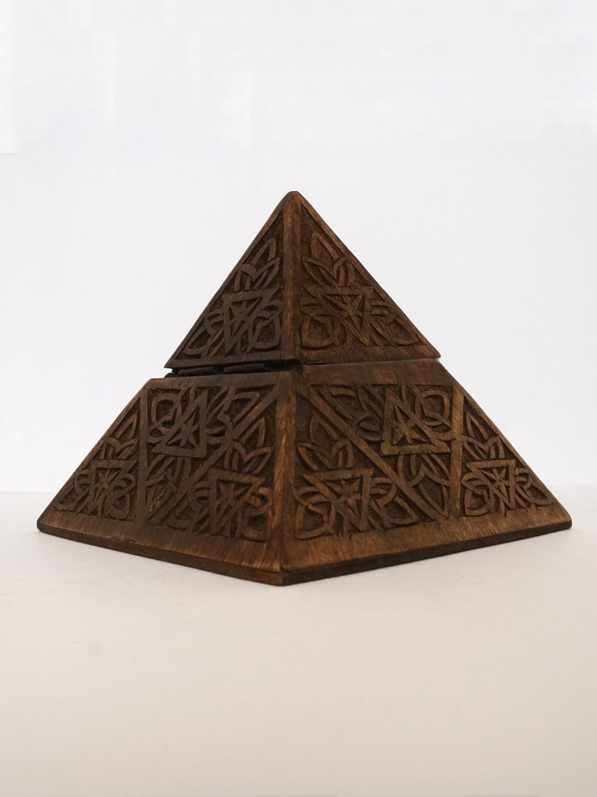 INTHING Pyramid Carved Flower
