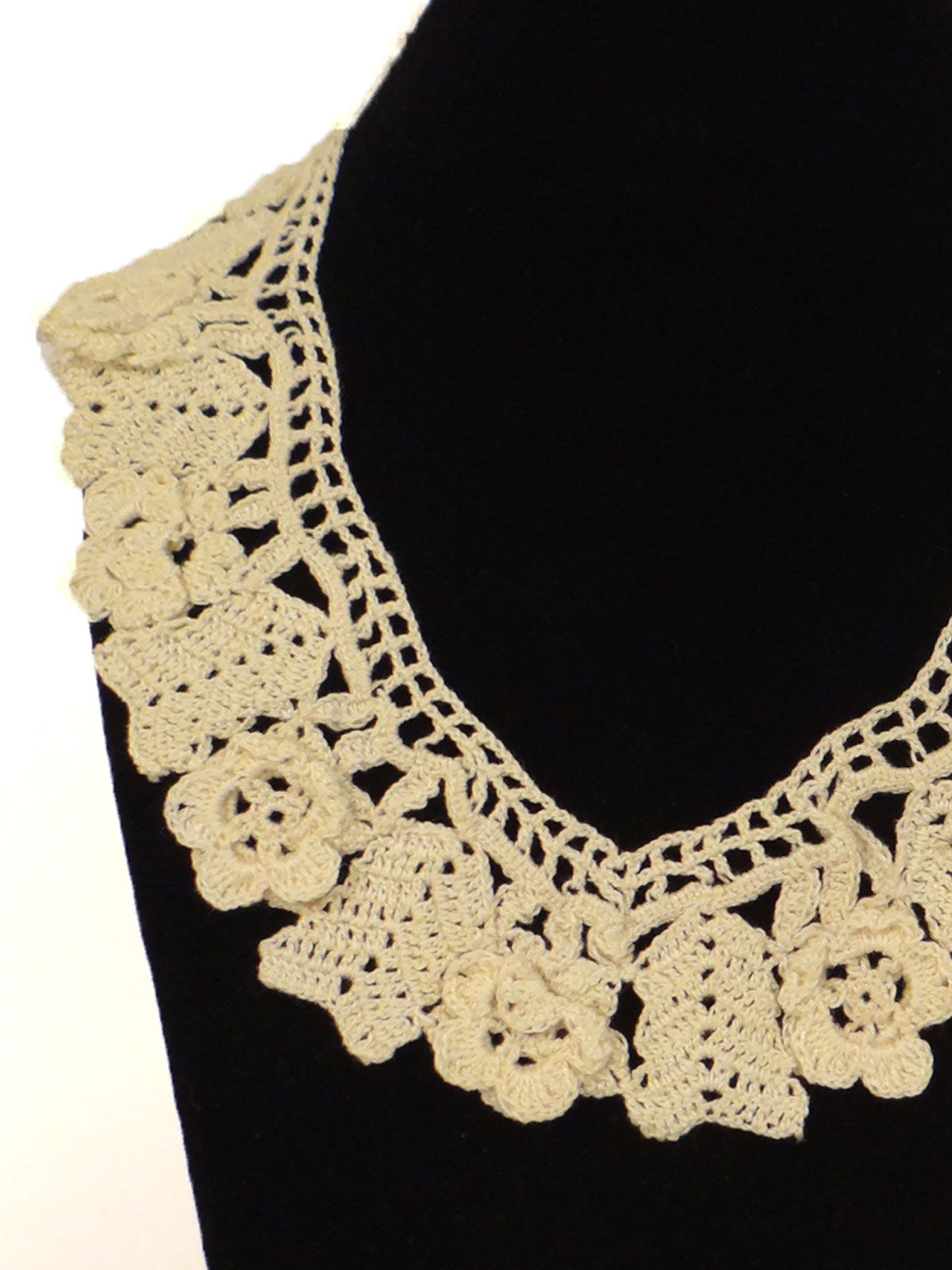 Off-white crochet fabric necklace