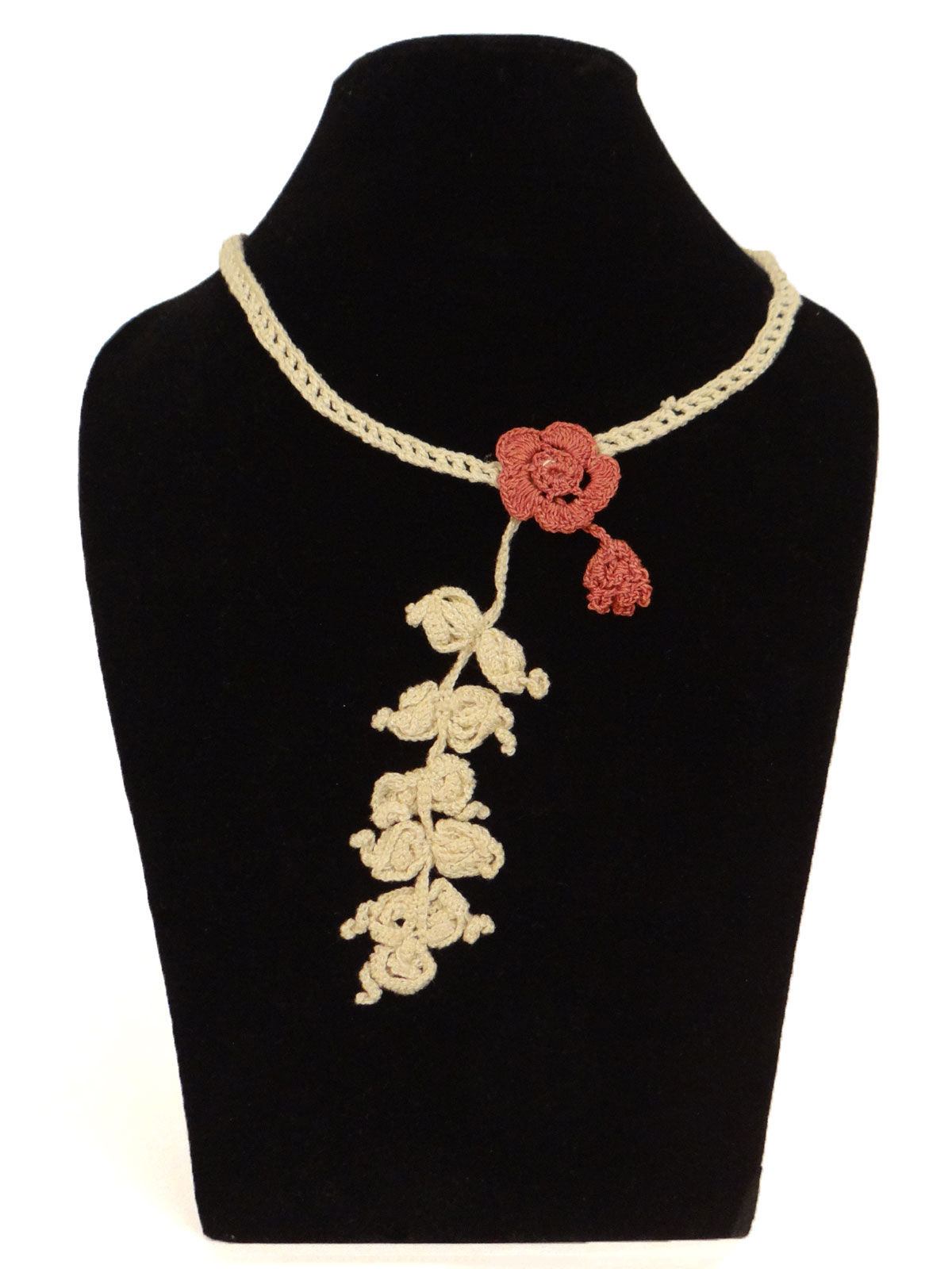 White  crochet necklace with flower shaped design and bracelet