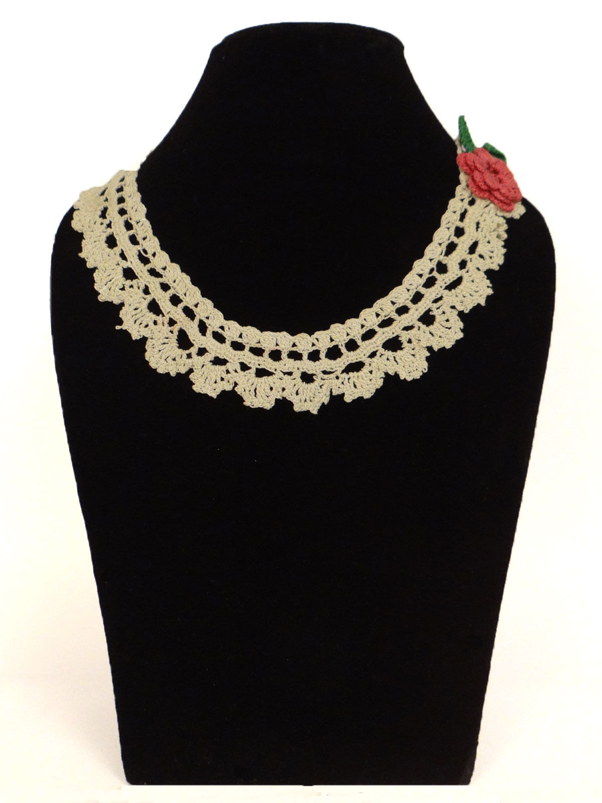 White  crochet fabric necklace with flower shaped design and bracelet