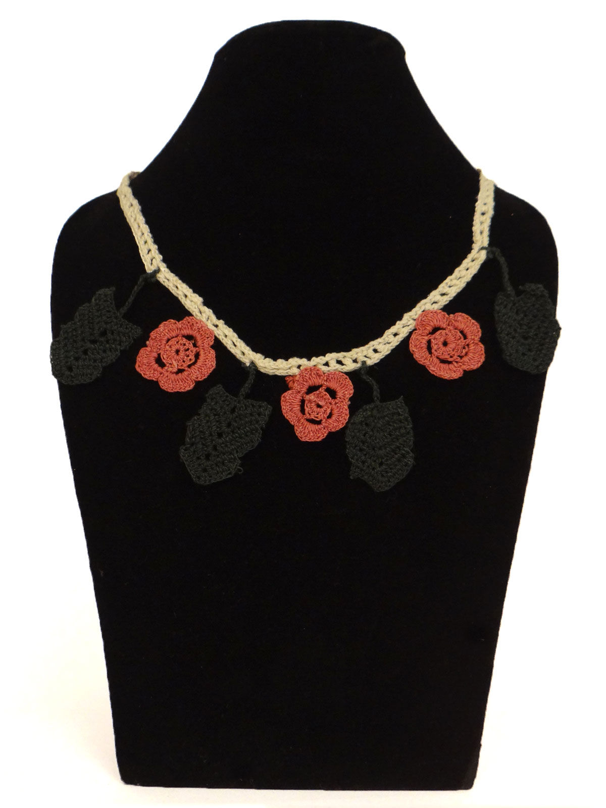Leaf and rose design crochet fabric necklace and bracelet