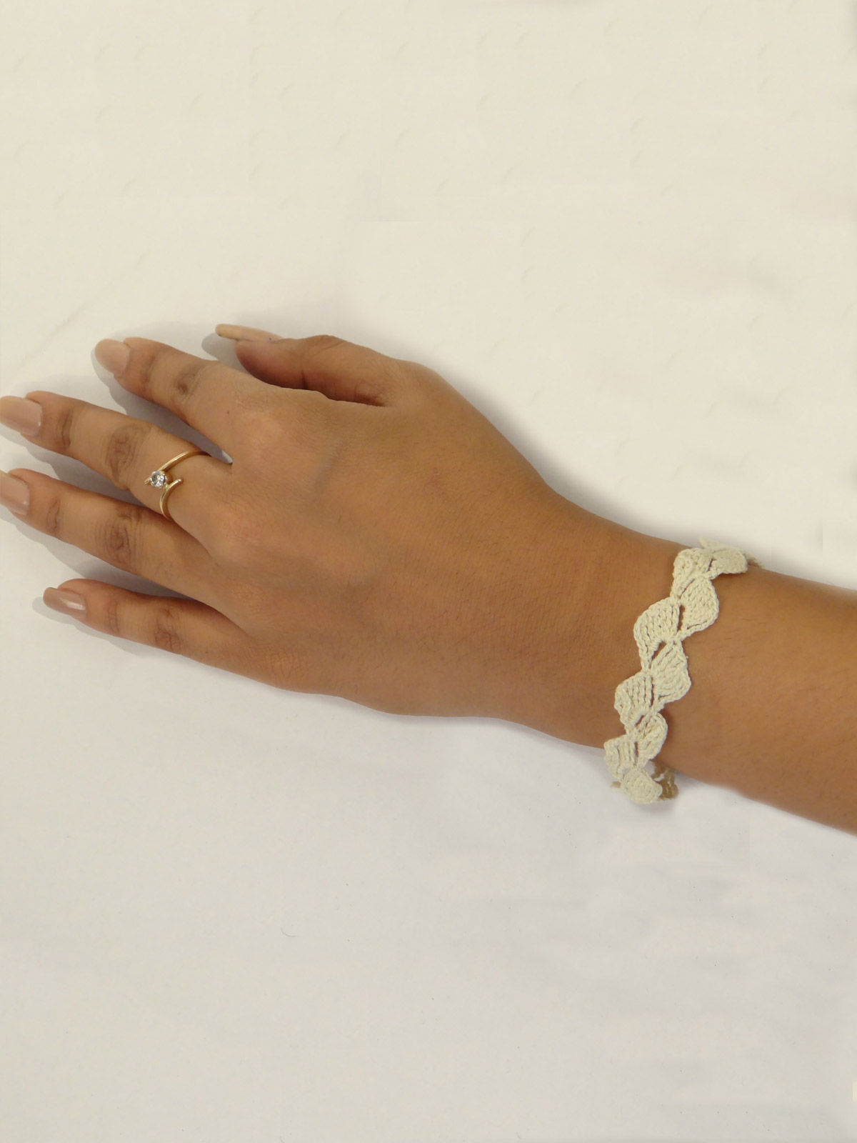 White crochet fabric necklace and bracelet