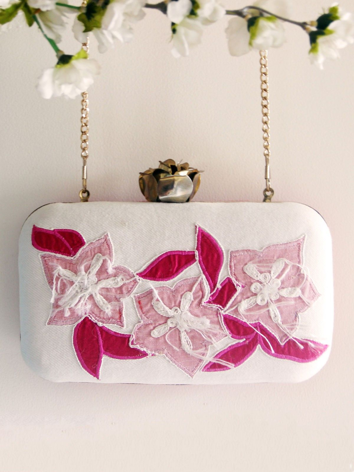 Pink & white cottn twi fabric Ikat metal frame women's applique clutch
