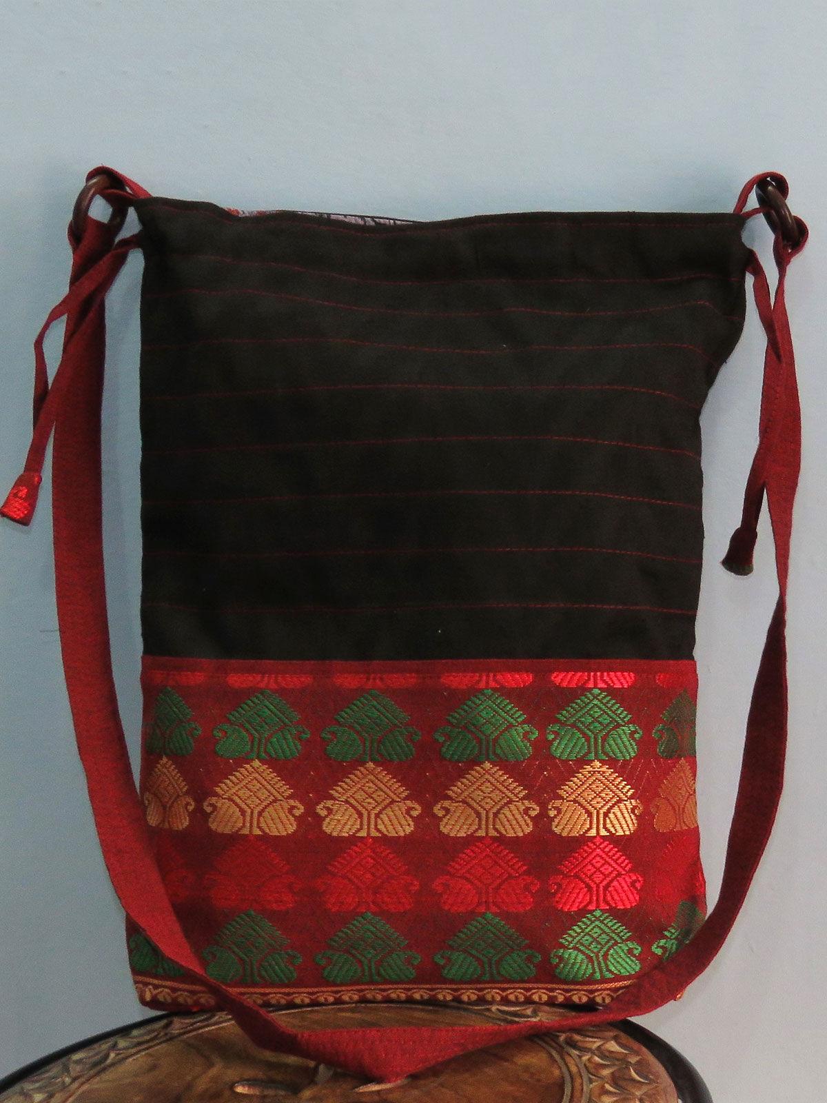 Multicolored Sling bag in potli stlye.