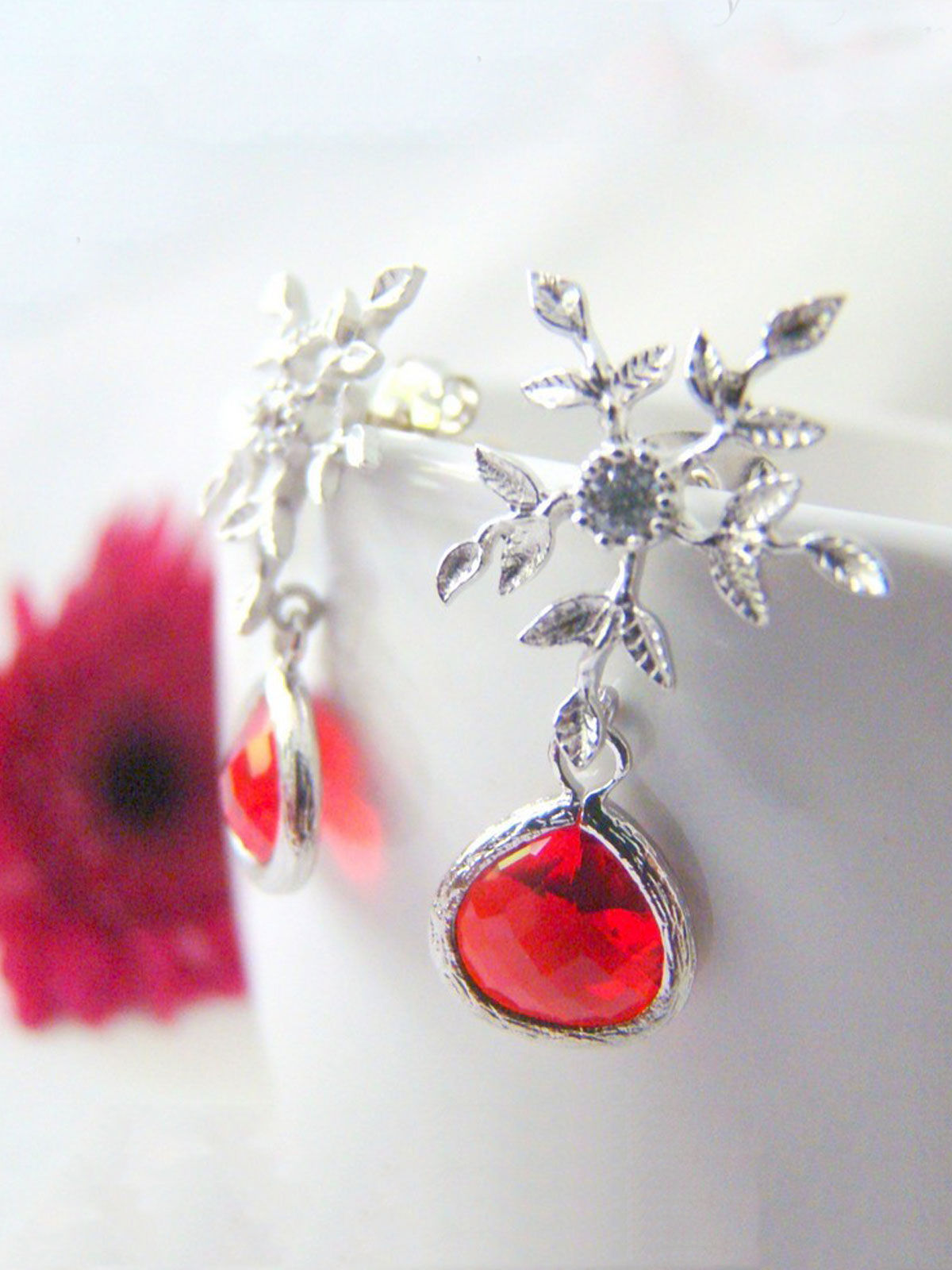 SNOWFLAKES WITH RED DROP earrings