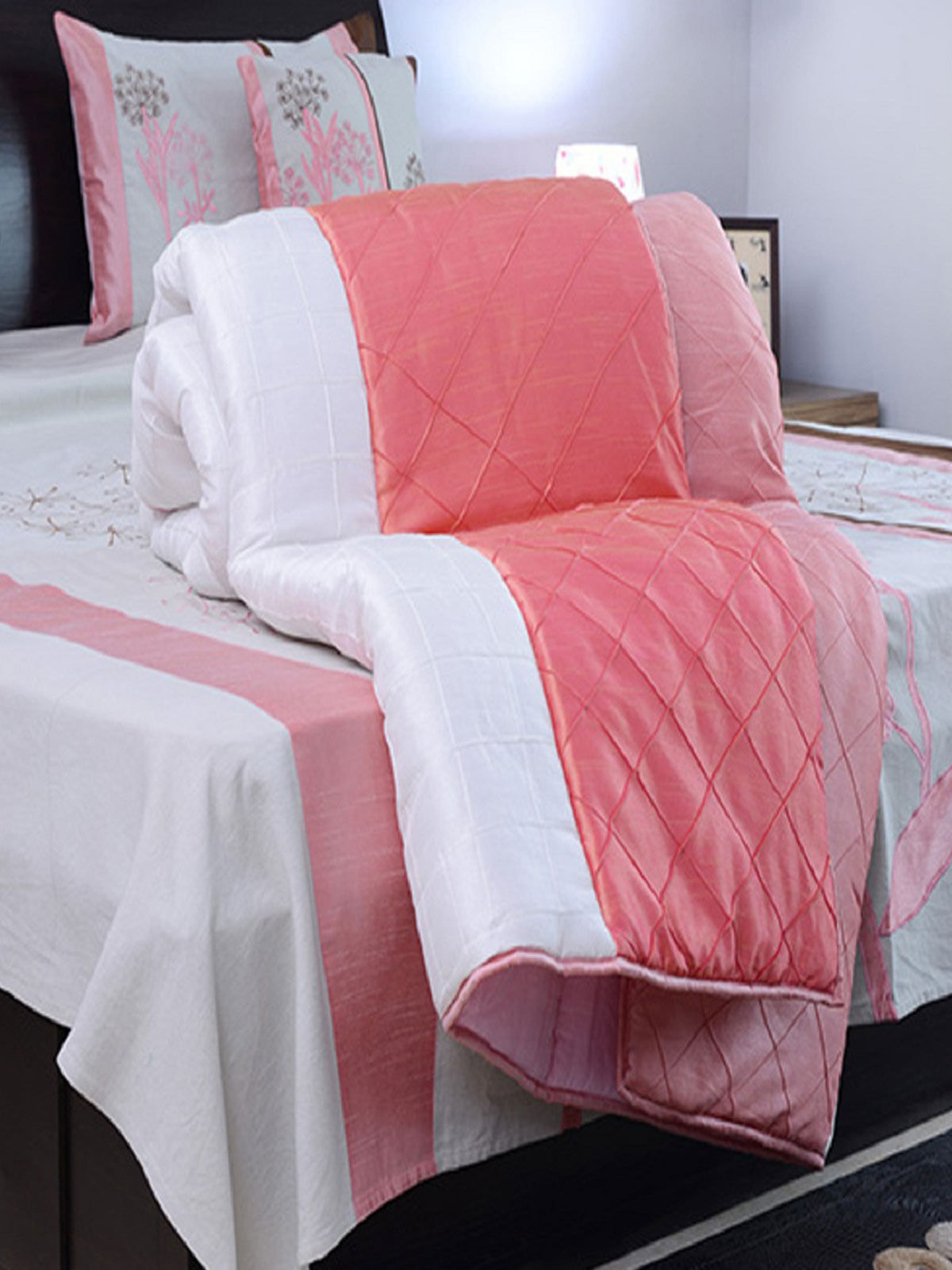 Hand made desiner Double Blanket (Pink & White)