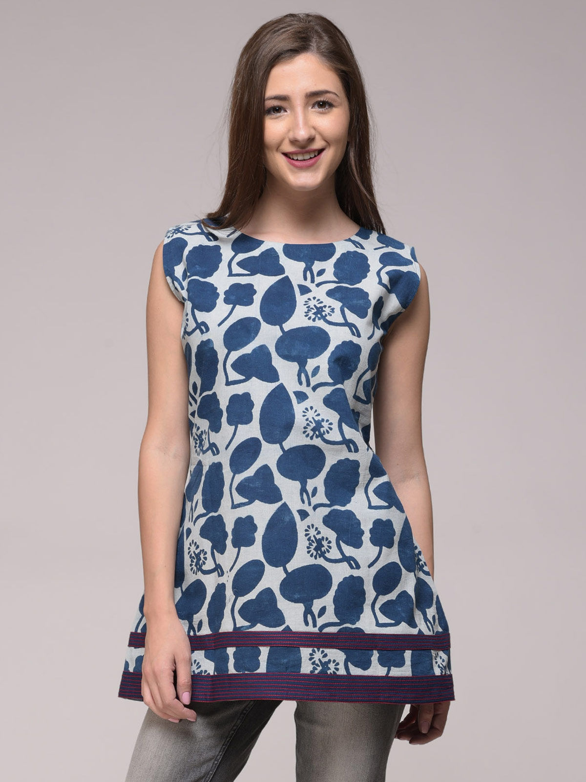DABU FLORAL TOP WITH EMBROIDERY DETAILING