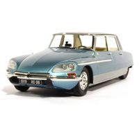 Citroen DS21 Lorraine with lights